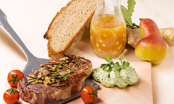 Gepfeffertes Entrecôte mit Birnensoße