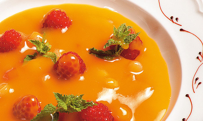 Aprikosen-Melonen-Kaltschale mit Minze