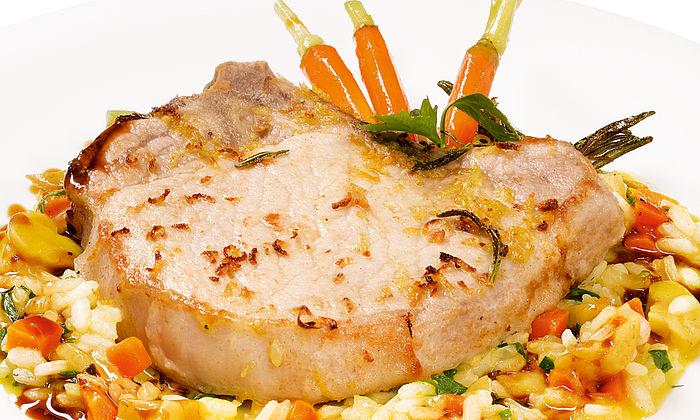 Rosmarin-Schweinekoteletts mit gewürfeltem Kürbis-Risotto