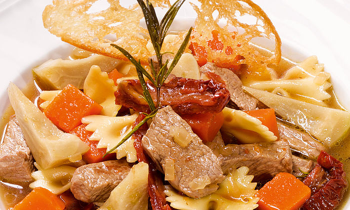 Italienischer Artischocken-Kürbis-Eintopf mit Rindfleisch