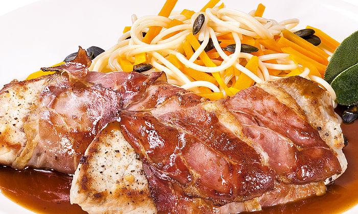 Allgäuer Saltimbocca vom Schwein mit Kürbis-Spaghetti
