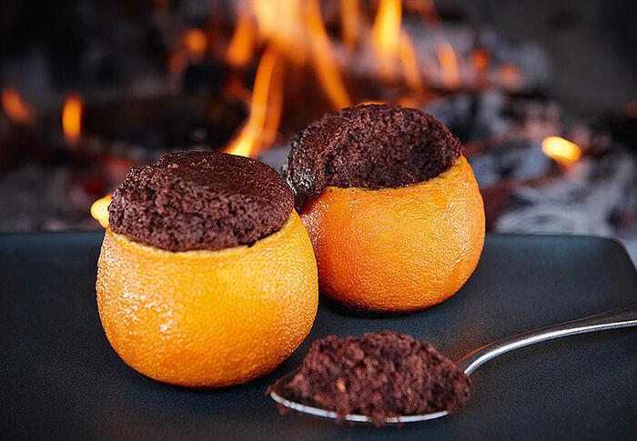 Schokoladenkuchen in Orangenschale
