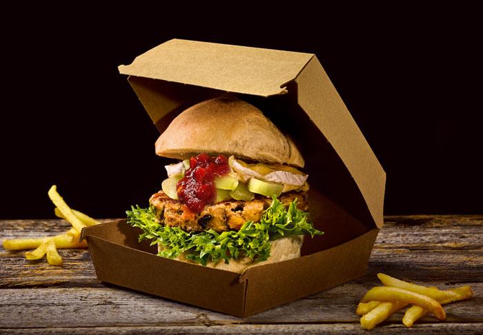 Feintuning für die Burger-Patties: Rind mit karamellisiertem Knoblauch, Oliven und getrockneten Tomaten, Kräuter de Provence