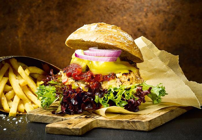 Feintuning für die Burger-Patties: Rind mit karamellisierter Paprika