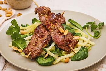 VonHier-Rindfleischspieß mit Kohlrabi und Spinat