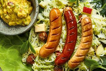 VonHier-Griller mit Apfel-Spitzkraut-Salat und Apfelsenf