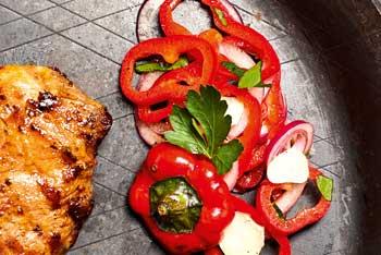 Rote-Paprika-Zwiebel-Salat