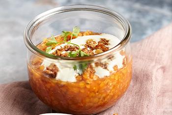 Rote-Linsen-Suppe im Weckglas mit karamellisiertem Ingwer