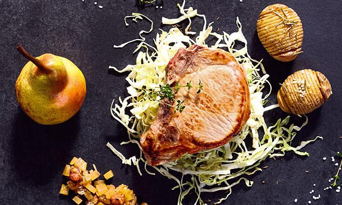 Kotelette mit Birnen-Chutney und Backkartoffeln