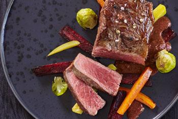 Rindfleisch mit Lebkuchensauce und winterlichem Ofengemüse