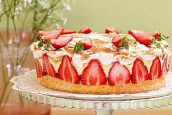 Französische Erdbeer-Baiser-Torte
