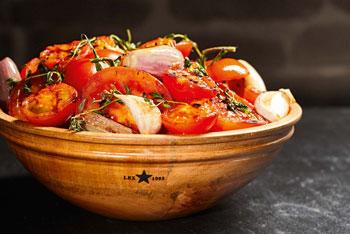 Gegrillter Tomatensalat mit Schalotten